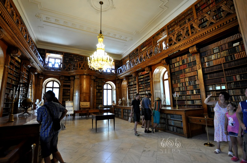 Biblioteka Helikon w Pałacu Festeticsów, Keszthely, stare księgozbiory, zabytkowa biblioteka