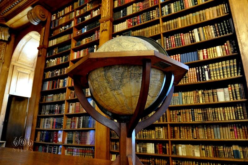 Biblioteka Helikon , Keszthely, stare księgozbiory, zabytkowy globus, Węgry