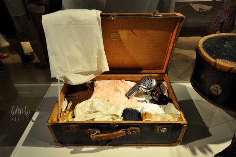 muzeum podróżowania, stara waliza, bagaż z zeszłej epoki, zabytkowa suszarka do włosów, Keszthely, Węgry