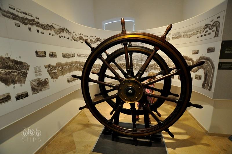 drewniane okrętowe koło sterowe, muzeum podróżowania, Keszthely