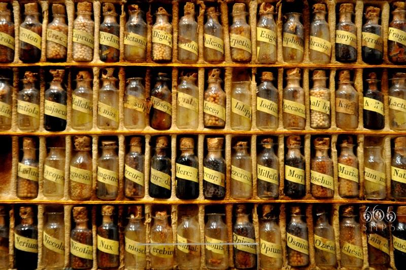 podręczna apteczka homeopatyczna z zeszłej epoki, Keszthely, Węgry