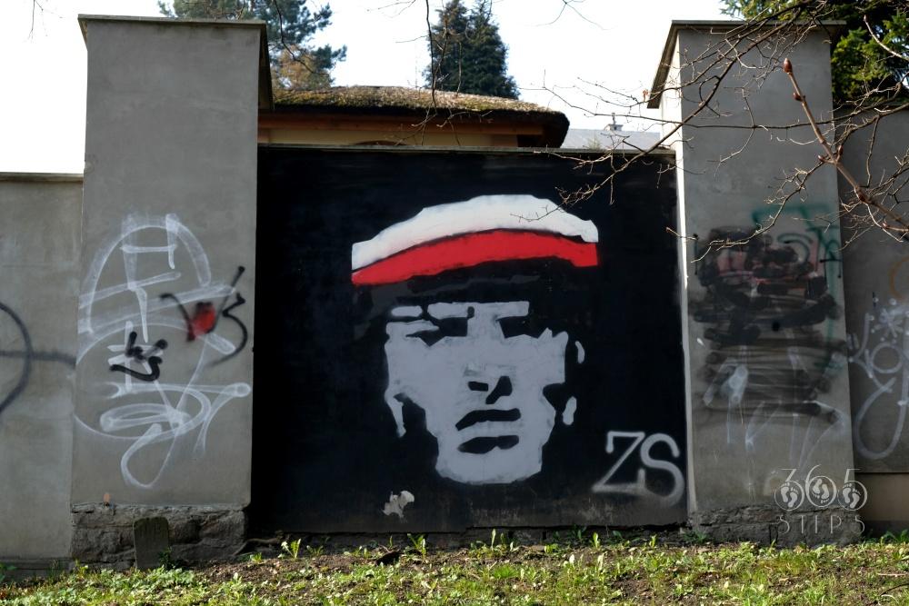 graffiti przedstawiające żołnierza na cieszyńskim murze