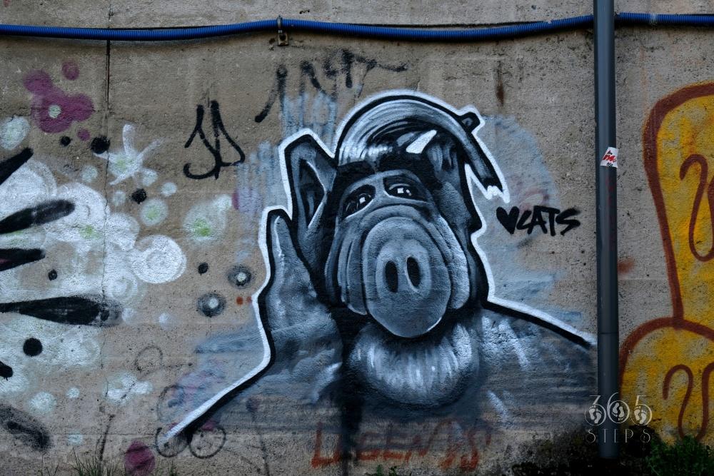 graffiti w Cieszynie przedstawiające Alfa, Alf graffiti